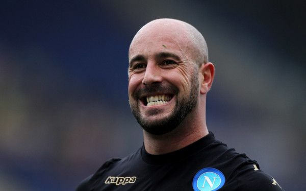Pepe Reina Photos Photos - SSC Napoli  goalkeeper Pepe Reina celebrates the victory after the Serie A match between AS Roma and SSC Napoli at Stadio Olimpico on March 4, 2017 in Rome, Italy. - AS Roma v SSC Napoli - Serie A