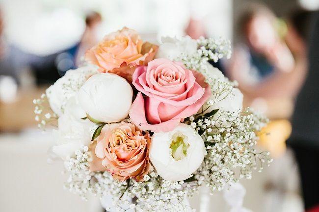 Blush en roze met gipskruid hoeft niet tuttig te zijn // Fotograaf: Arma fotografie // Girls of honour