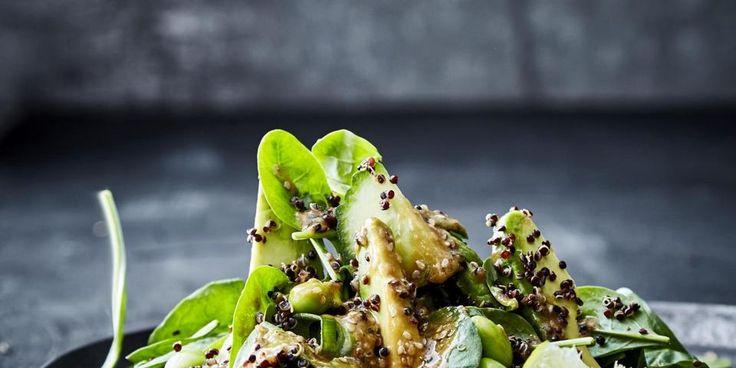 Enkel grøn salat med sort quinoa og misodressing