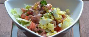 Nog een receptje dat stamt uit mijn weightwatcherstijd, al gebruik ik nu toch ferm wat meer saus dan toen Ik eet het zelfs als ontbijt! Wat heb je nodig voor 2 personen? 100 gram grijze gepelde garnalen 2 eieren (hardgekookt) ijsbergsla 1 tomaat 6 el awesome saus (klik voor recept) 1/2 citroenen Wat moet [...]