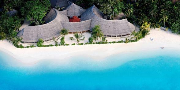 #maldiveclub #honeymoon #maldives #balayıoteli #private #BanyanTreeMadivaru Maldivler Banyan Tree Madivaru sadece 6 adet havuzlu çadır villaları bulunmaktadır. Bu villalar Maldiv safari kamp hayatını yüksek standartta kişisel hizmet ile vermektedir. Odalar tropik atmosfere uygun olarak tik ağacından mobilyalar ve el yapımı objelerle dekore edilmiştir. Ayrıntılı bilgi için web sitemizi ziyaret edebilirsiniz: http://www.maldiveclub.com/banyan-tree-madivaru-maldivler