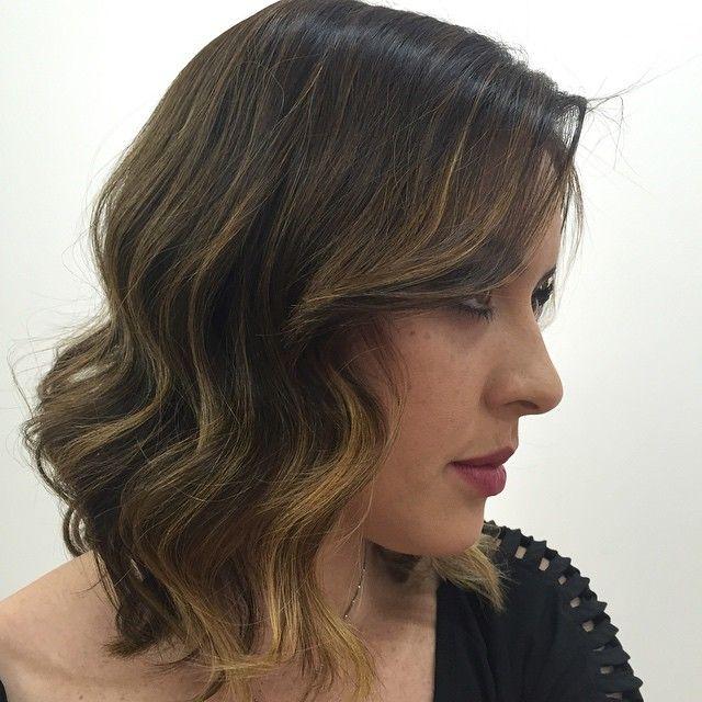 """Inspirem-se neste corte sensação do momento, o """"long bob"""" aliado a composição de cores do """"efeito tartaruga"""". O resultado é incrível, versátil e sexy. #silhuetacabeleireiro #silhueta #silhuetaindica #semfiltro #cor #color #corte #cabelo #luzes #morenailuminada #efeitotartaruga #longbobhaircut #longbob"""