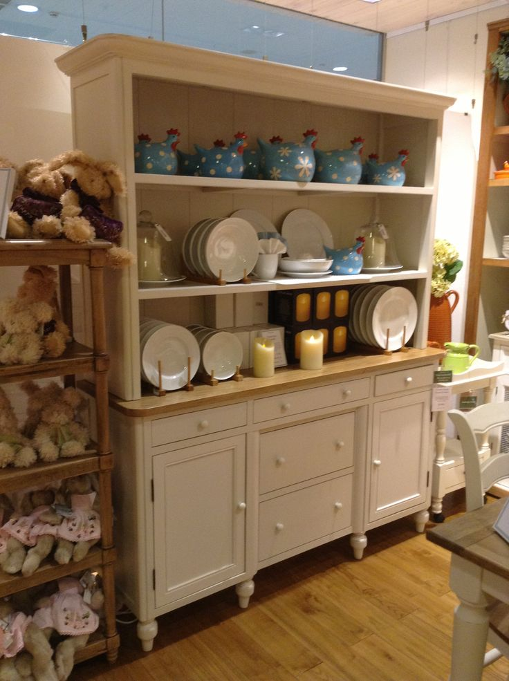 Love this American Oak Buffet & Hutch on display at our Chirnside Park store!