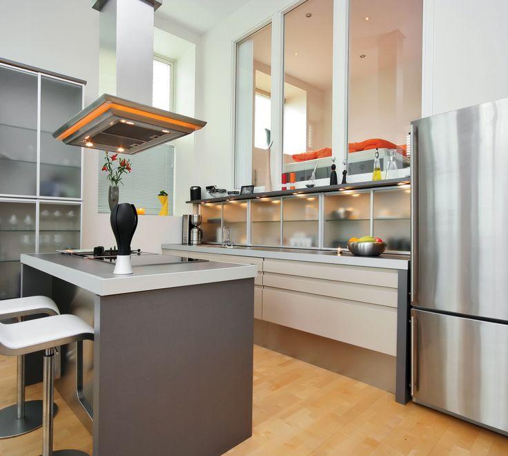 #Cuisine de style #moderne avec mini #encastré pour armoire. / #Modern #kitchen with #pucklight for cabinet.