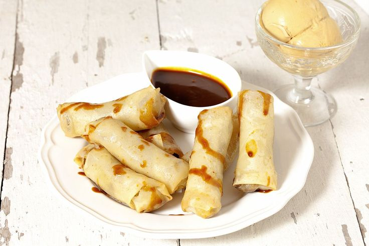 Sweet and savory deep-fried banana lumpia, it's as much fun to make as it is to eat! Who doesn't love mini bananas? Ready in about 25 minutes, recipe for four people.