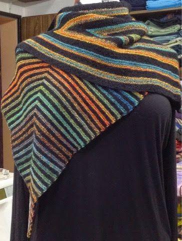 Halli Hallo, eine neues Drachen/Spitzpatch-Tuch, Verbrauch: 180g Sockenwolle 100g-420m LL Fürs untere Spitzpatch von Bild 3 hab ich 160/1/16...
