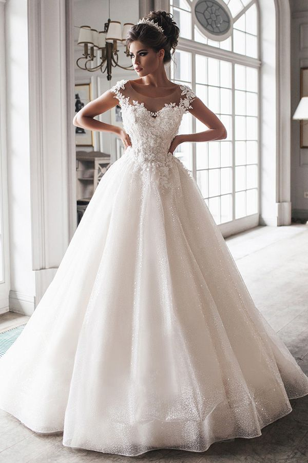 Beautiful Tulle Scoop Neckline Floor-length Ball Gown Wedding Dresses With Handmade Flowers & Beaded Lace Appliques