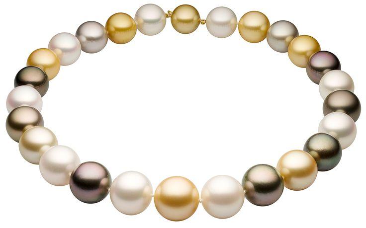 Крупные камни высшего сорта в колье, серьгах и кольцах из белого золота с бриллиантами