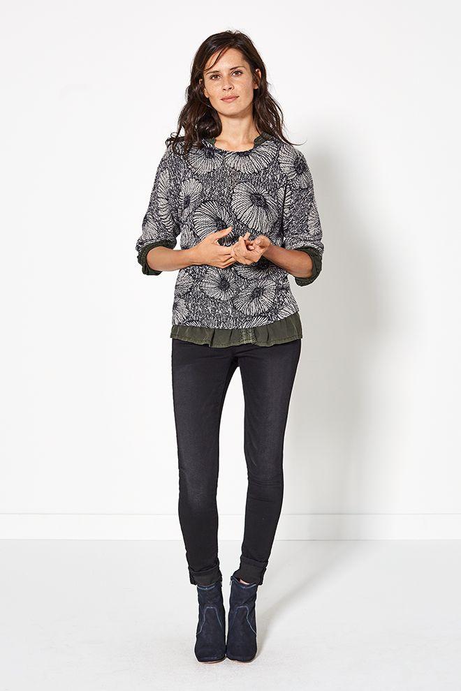 Glamping | Fashion | Sweater | Flower print | Grey| Pants | Lookbook