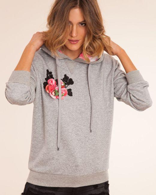 Tu armario necesita prendas bordadas.  http://stylelovely.com/bdba/2017/03/15/prendas-con-bordados/