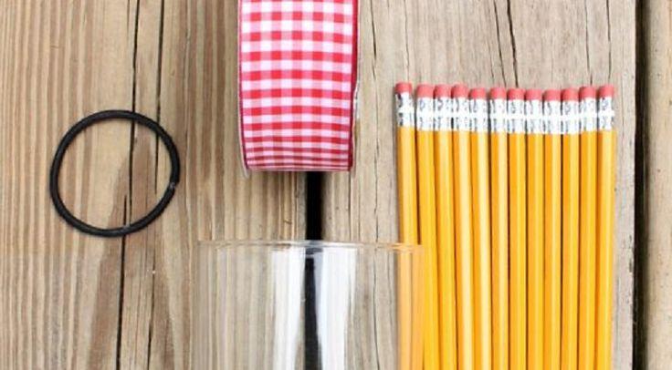 Un beau cadeau d'enseignant! Le vase en crayons de bois!
