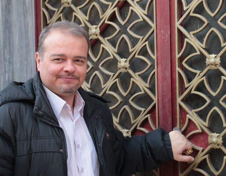 """Catisart - Γρηγόρης Ποιμενίδης: """"Να βγάλουμε το φάλτσο απ' τη ζωή μας, να βάλουμε τέλος στην αμάθεια…"""""""