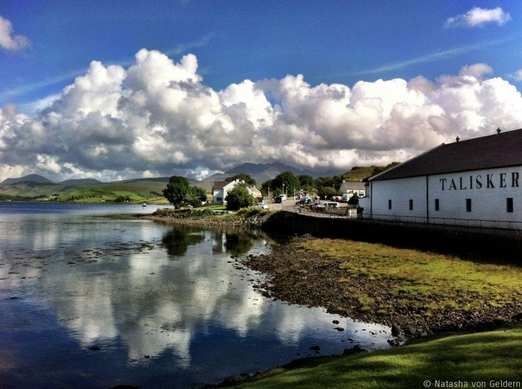 Wandering on the Isle of Skye in Scotland - a long weekend break on Skye with wonderful scenery and food and a visit to the Talisker Distillery!