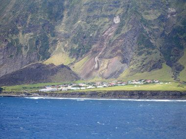 Most isolated place on Earth - Tristan da Cunha, #UnitedKingdom http://fb.me/5C3ZE8hex  #thrillthrush #ThrushoPedia #ExtremeAdventurePlaces