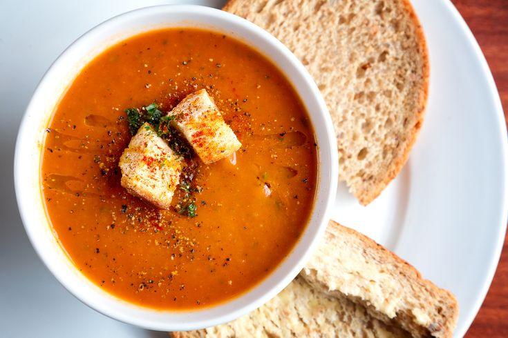 Une recette de soupe aux tomates de moins de 200 calories