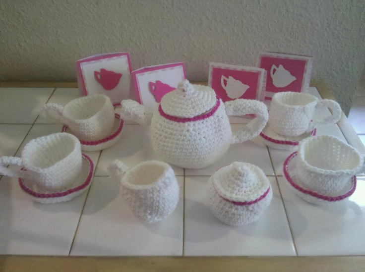 Crocheted tea party set with invitations by stampville on for Party utensilien