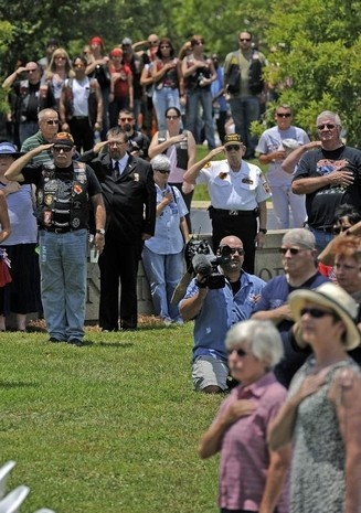 memorial day service at fort snelling