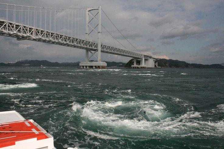 【徳島県】アレックス・カーさん(東洋文化研究者、執筆家)に聞きました。/Q.5瀬戸内が協力する良さとは?………A.もし瀬戸内が欧州にあれば、別荘が立ち並び、観光船でクルーズが楽しめる世界的なリゾート地になっているでしょう。日本は行政区分の壁があると交通網も途切れてしまいがち。7県が一緒に取り組めば、欧州のような方向に進めるのではないでしょうか。 ※写真はイメージです。 #Tokushima_Japan #Setouchi