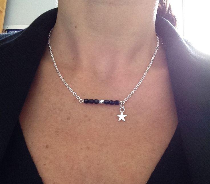 collier ras de cou réglable, perles à facettes, breloque étoile...en boutique!