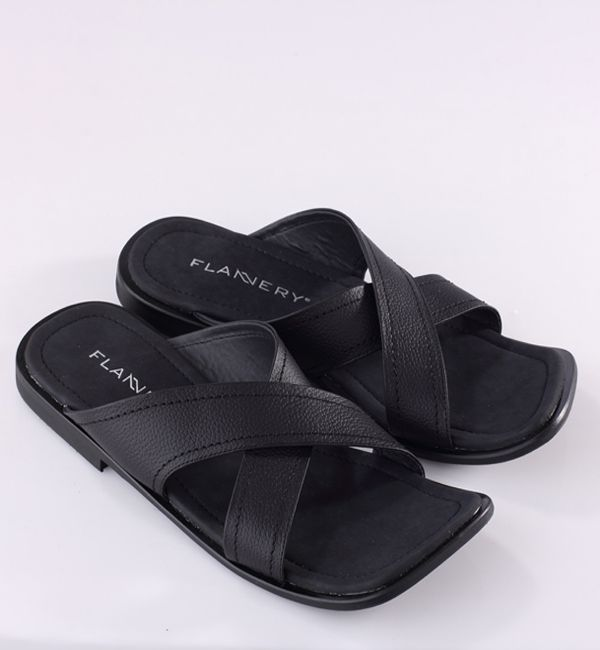 Spesification : – genuine leather – Synthetic outsole TPR Size (38 s/d 43) Colour : all black,white black,brown diskon 25%