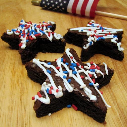 Red, White, and Blue 4th of July BrowniesThis really isn't a recipe, it's more of a cute idea.  Star shaped red, white and blue brownies for the 4th of July.  I saw it in my B…