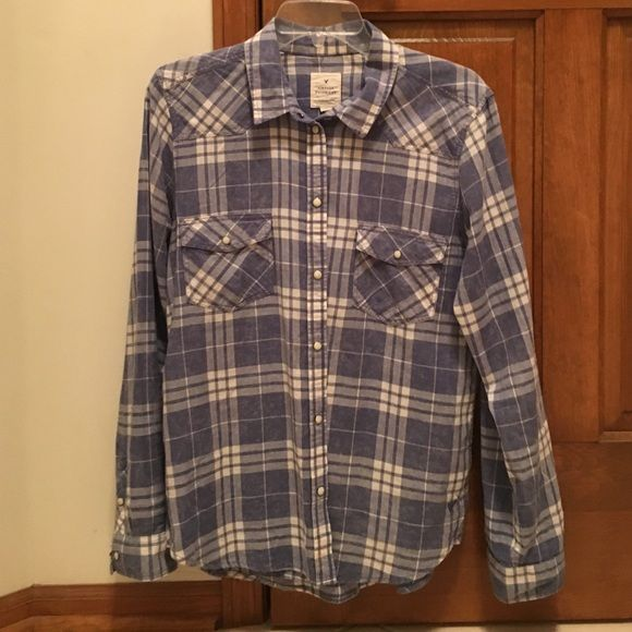 Vintage boyfriend American Eagle shirt Never worn. Blue with snaps. Size Large American Eagle Outfitters Tops