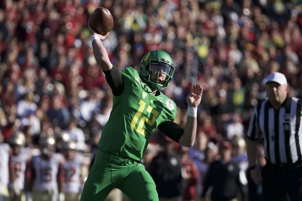 Oregon Ducks quarterback Taylor Alie (12) throws as Oregon scores a 2-point conversion against the Florida State Seminoles in the 2015 Rose Bowl in Pasadena, CA. Bruce Ely / The Oregonian