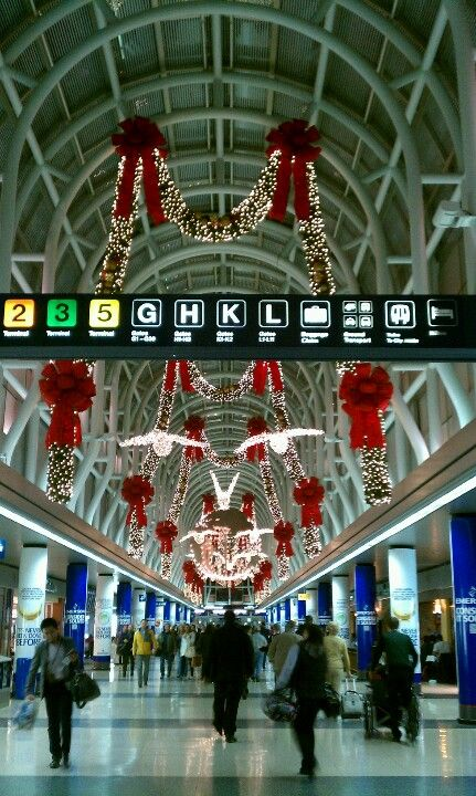 Christmas at Chicago Airport... Best decorations at O'Hare