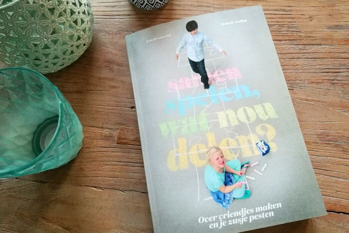 Samen spelen, wat nou delen: over vriendjes maken en je zusje pesten en hoe wij daar als ouders in kunnen helpen. Een opvoedboek met hilarische hoofdstukken en vol handige tips http://www.mamsatwork.nl/samen-spelen-wat-nou-delen-boek/