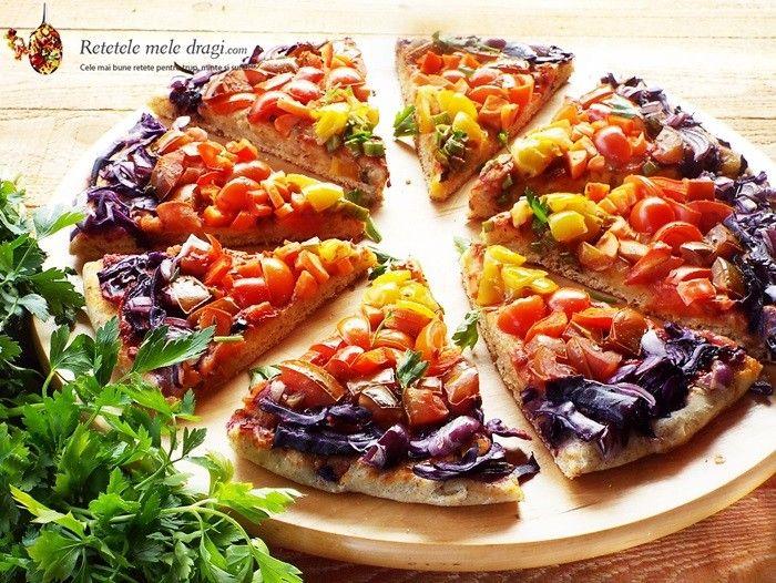 Pizza Vegana Curcubeu- pizza de post preparata foarte simplu, cu un colorit viu sub forma de curcubeu din legume proaspete dispuse in cerc.