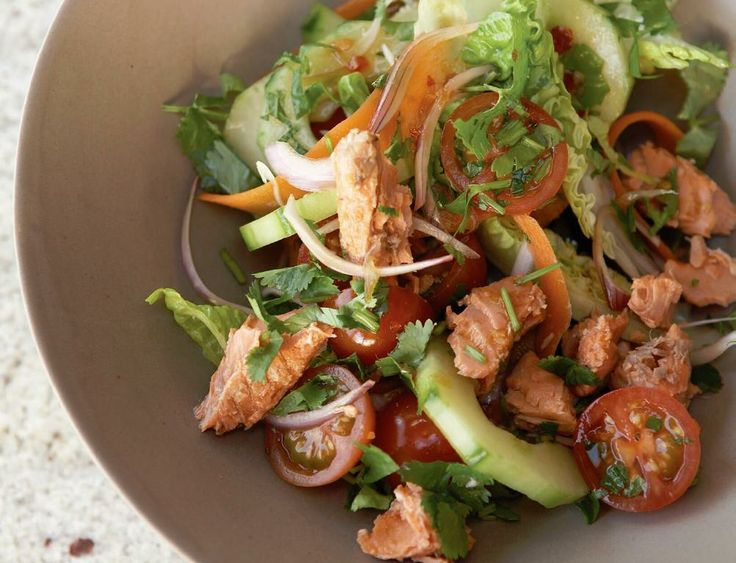 An easy, #healthy and action-packed #salmon #salad with a fragrant Asian dressing. A great lunch or dinner #recipe and the opposite of boring!