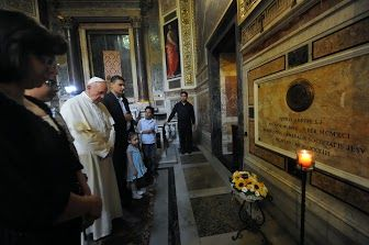 Pape François - Pope Francis - Papa Francesco - Papa Francisco - Il Papa dai rifugiati del centro Astalli di Roma/ Chiesa del Gesù - 10 settembre 2013