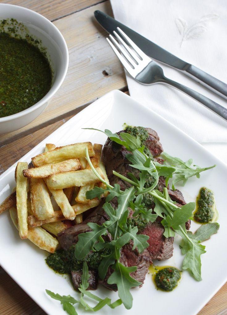 Biefstuk met groene salsa en zoete aardappelfriet via Francesca kookt
