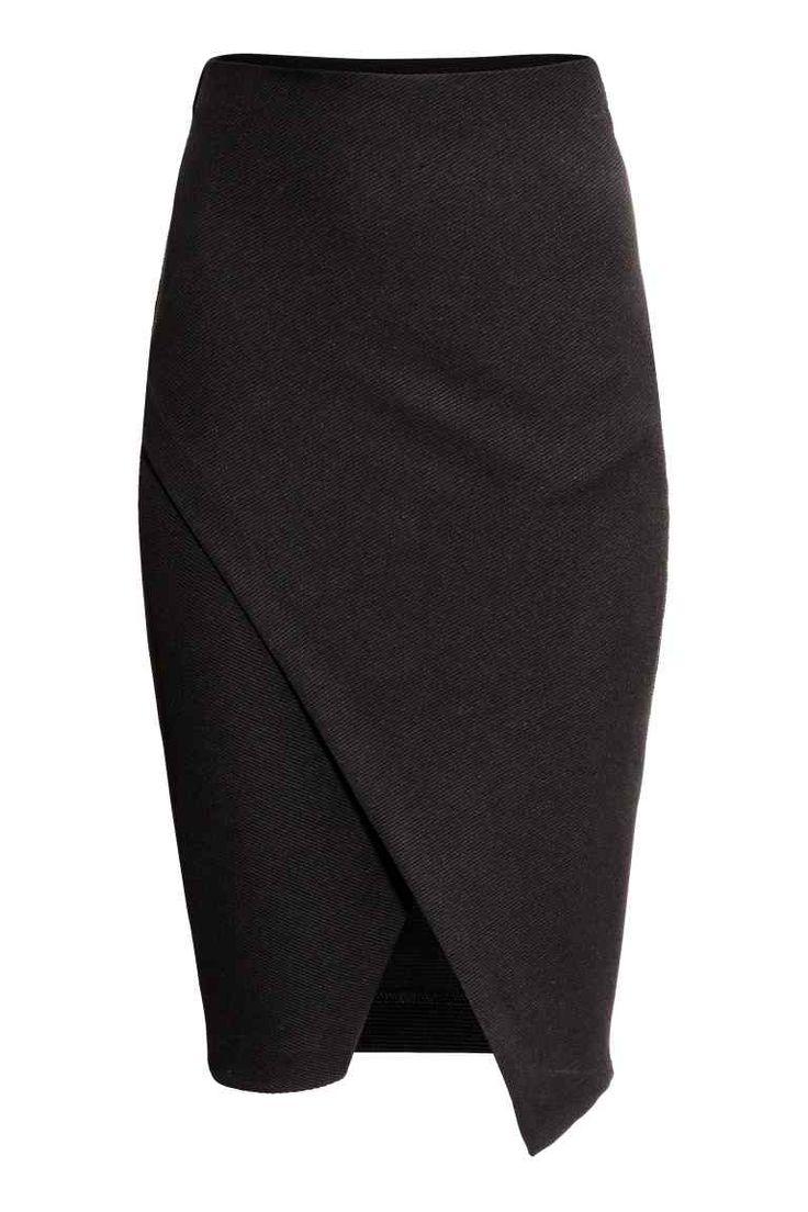 Jupe portefeuille: Jupe crayon en jersey épais avec découpe portefeuille devant. Modèle avec élastique dissimulé à la taille. Non doublée.