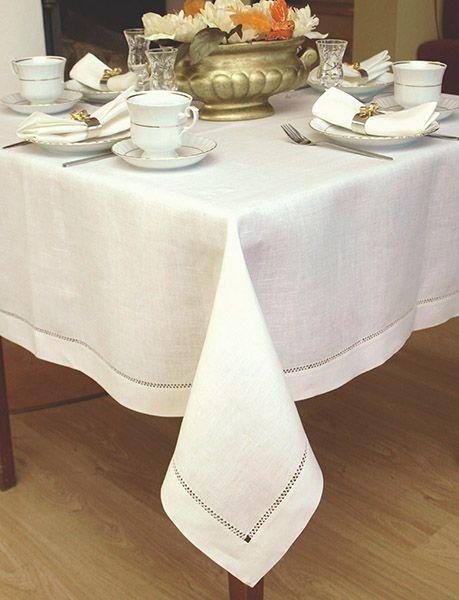 Piękny biały len i ręczna mereżka. Elegancki obrus na ważne okazje lub nietuzinkowy prezent.