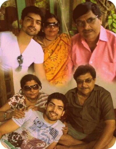 Gurmeet choudhary with family