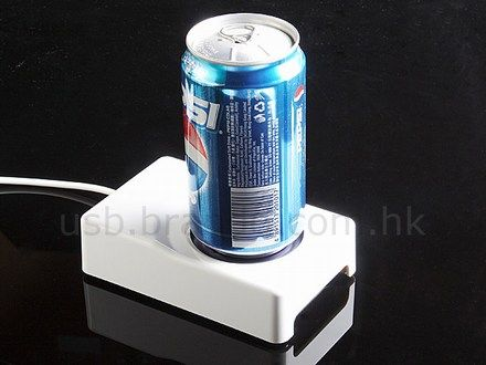 USB-powered drink chiller / warmer keeps beverages happy..... Because you know it's hard to put it in the refrigerator!