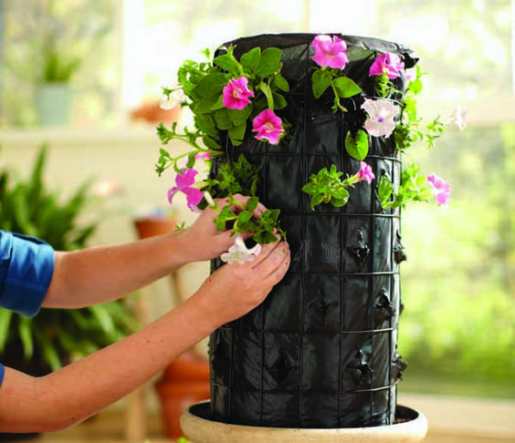 How to Make a Flower Tower - HoneyBear Lane Saw this on a home depot commercial and instantly wanted to make one