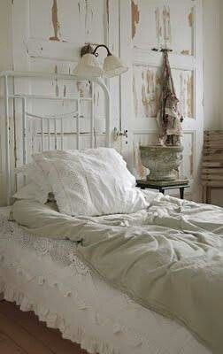 This is the shabby chic I love, not that pastel pink icing whatever...