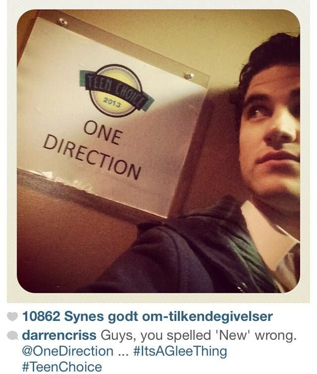 Darren Criss in front of the boys' dressing room at the TCA! He also managed a little Glee joke. Aww