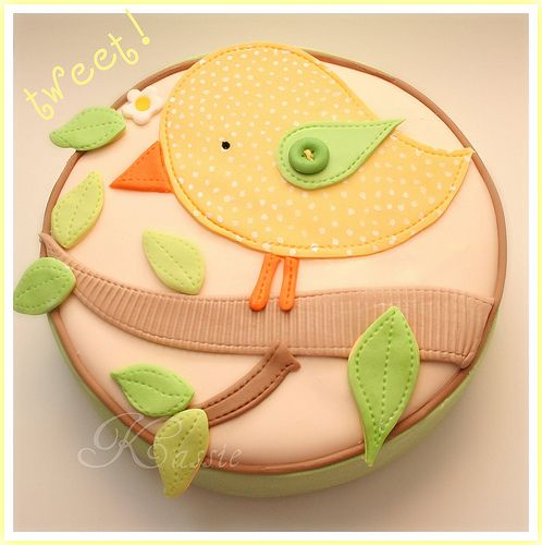 Doesn't this look like some quilted decoration for a baby's room? What an adorable cake. The fondant work is really unique.