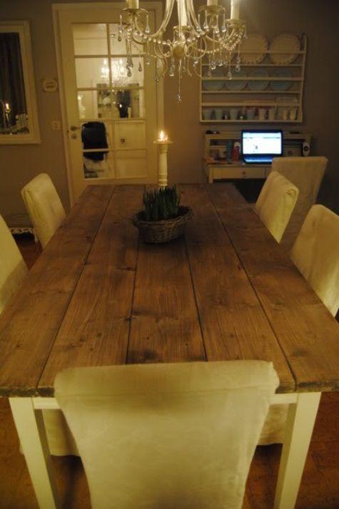 Vil ha denne stilen med bord, stoler og lysekrone i drivhuset. Bordet er beiset med lady drivvedbeis.   Hentet bildet fra http://hege-hviteengler.blogspot.no/2011/03/spisebordet.html