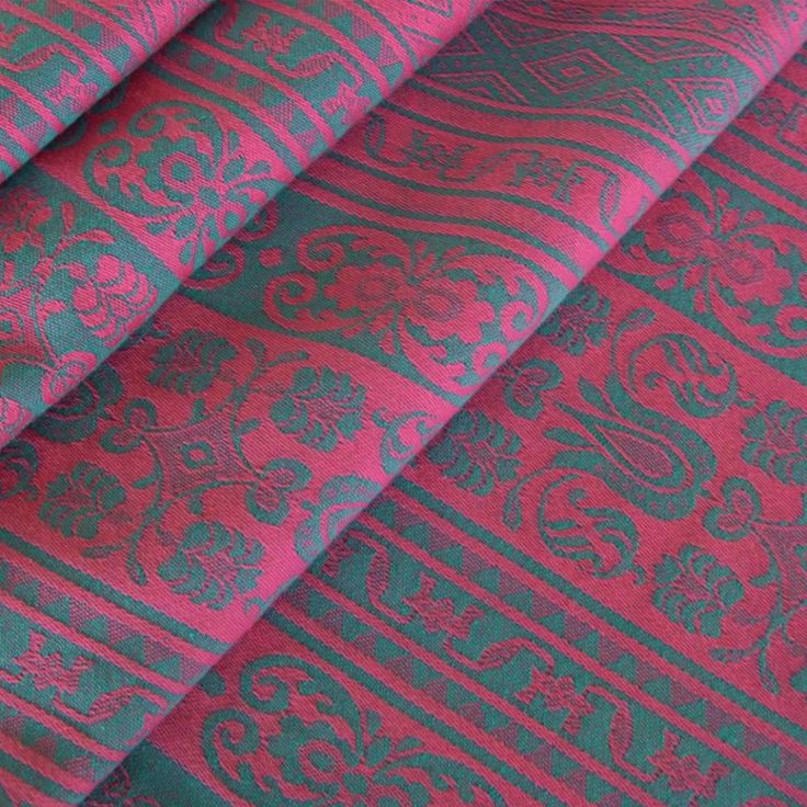 Didymos Venezia Fuchsia.  Fabric: 100% organic cotton  Surface weight: 270 g/m²  Age of child: From newborns to toddlers.