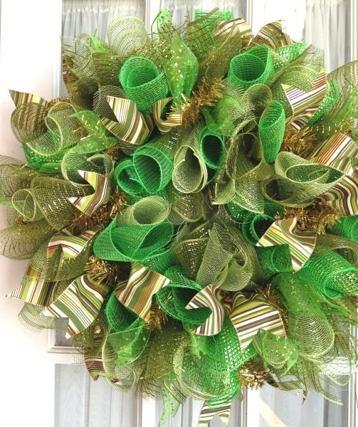 a few different wreath ideas recipe holiday favorites pinterest deco mesh st paddys and. Black Bedroom Furniture Sets. Home Design Ideas