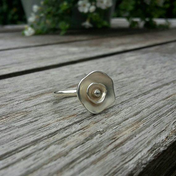 Roos bloem ring handgemaakt van echt zilver van MadeByLente op Etsy