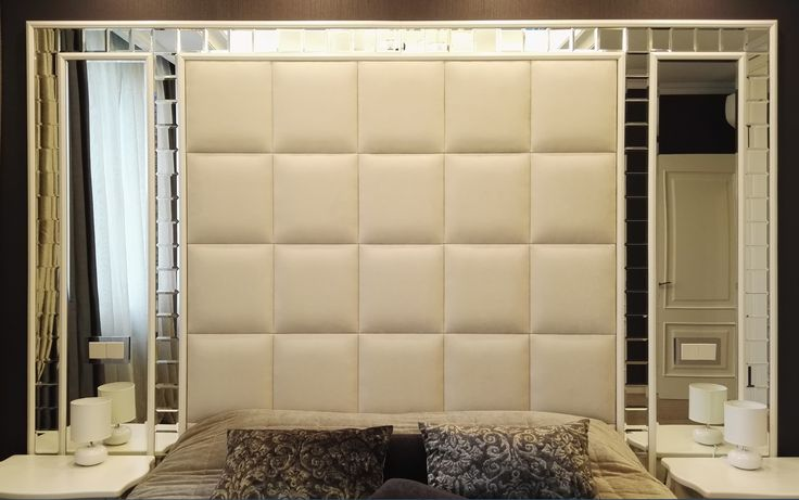 изголовье кровати. простёжка из ткани и  зеркала#простежка за кроватью#зеркала в спальне