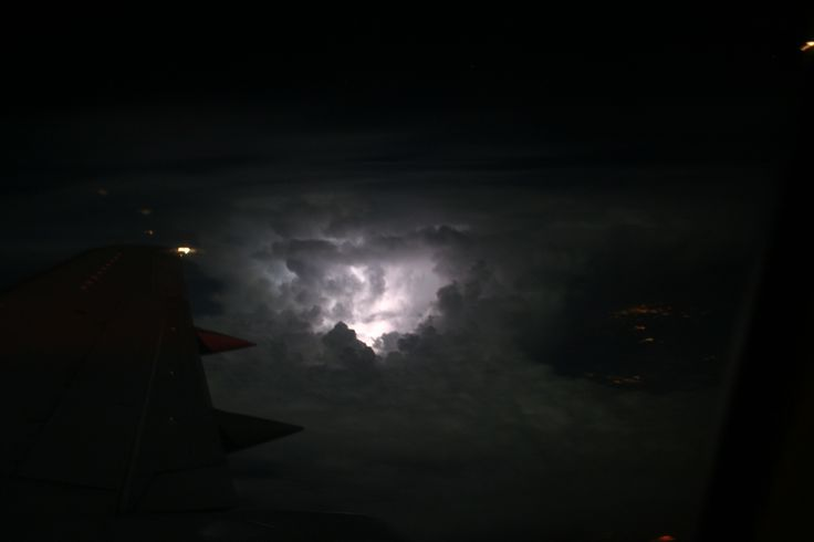 LightningAboveCloudsView.JPG (3456×2304) - https://upload.wikimedia.org/