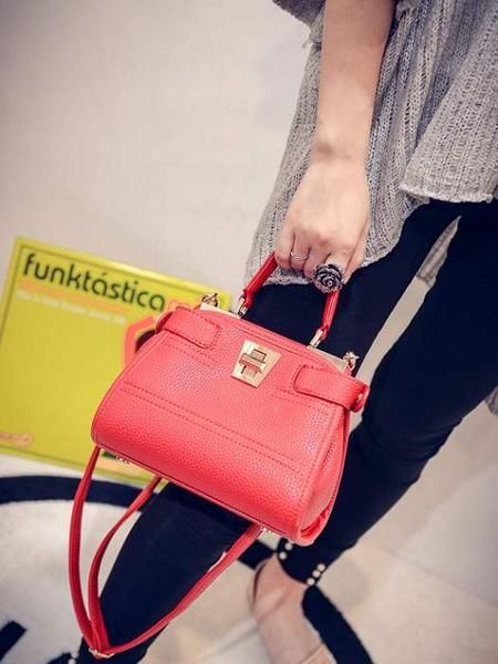 Keterangan Tas Import AS21143 Red tinggi 17cm lebar 21cm tebal 9cm cara buka resleting tali panjang ada  bahan pu leather syntetic