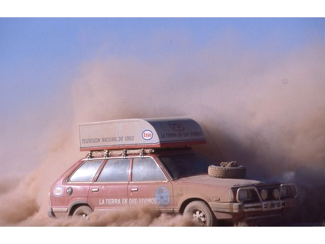 Nuestro primer Subaru cuando en Chile nadie conocia esta marca que La Tierra en que Vivimos volvio legendaria. Aqui lo vemos en una pozo de polvo o chusca en el Salar de Atacama 1982