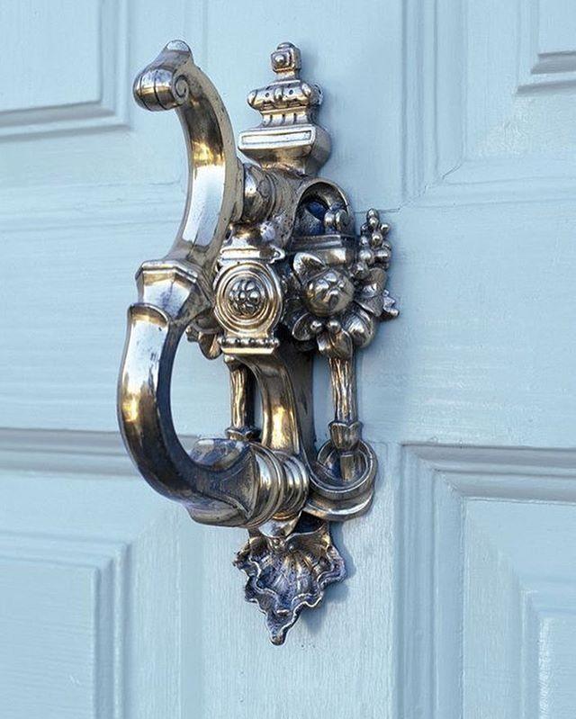 LOVE this door knocker [Featured: @benjaminmoore Greenhow Blue CW-655] #TrendMeetsTradition